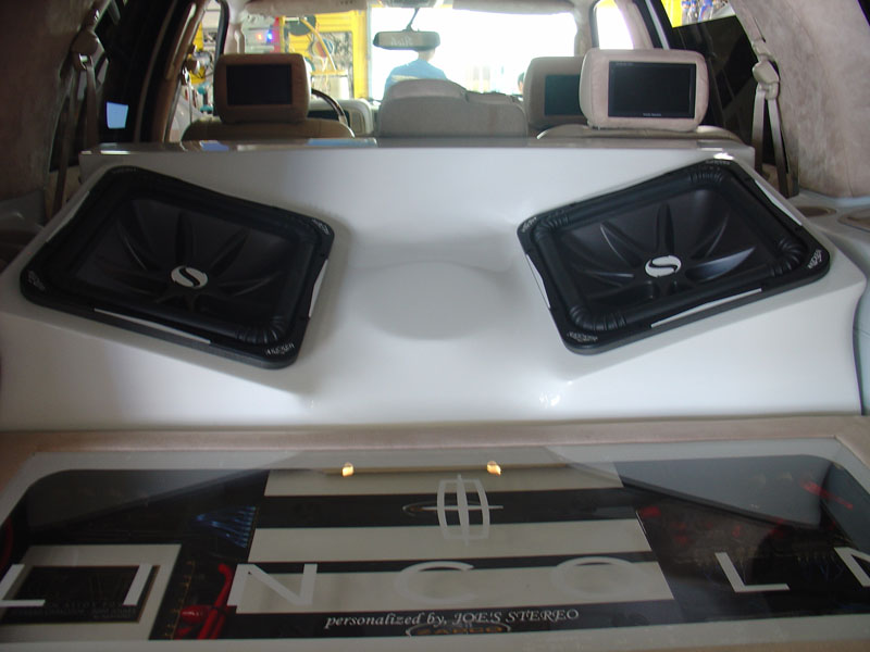 Kicker subs and amp in box