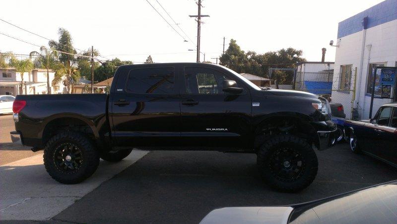 Lifted Toyota Tundra With Black Wheels Joe S Stereo