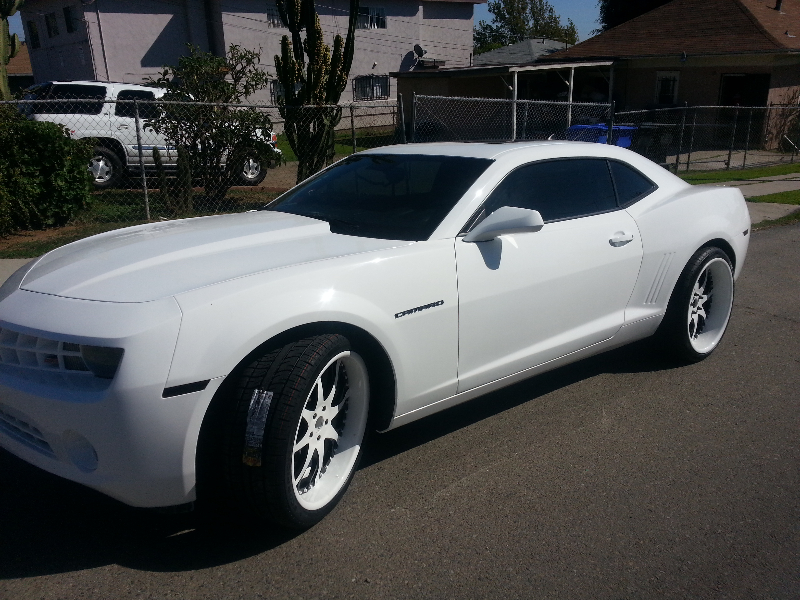 white camaro with white wheels