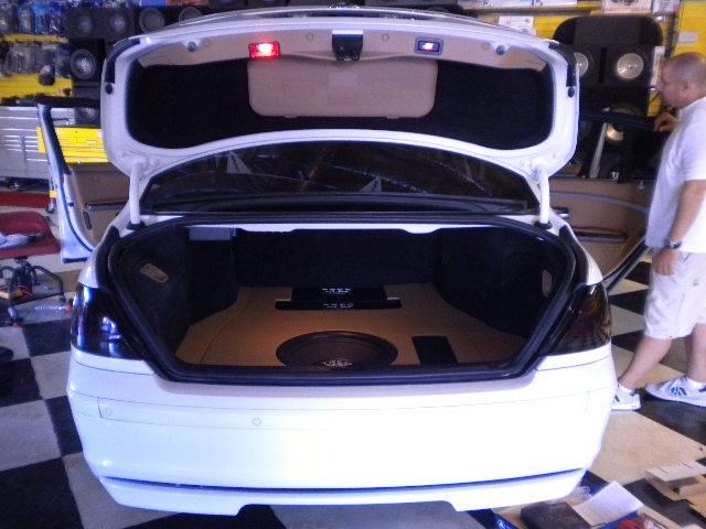 BMW 7-Series Trunk