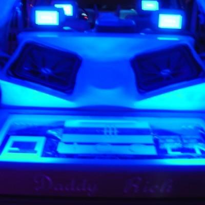 Neon lights kicker system