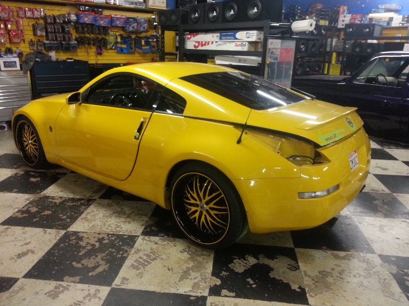 Yellow Nissan 350Z Custom Yellow Wheels