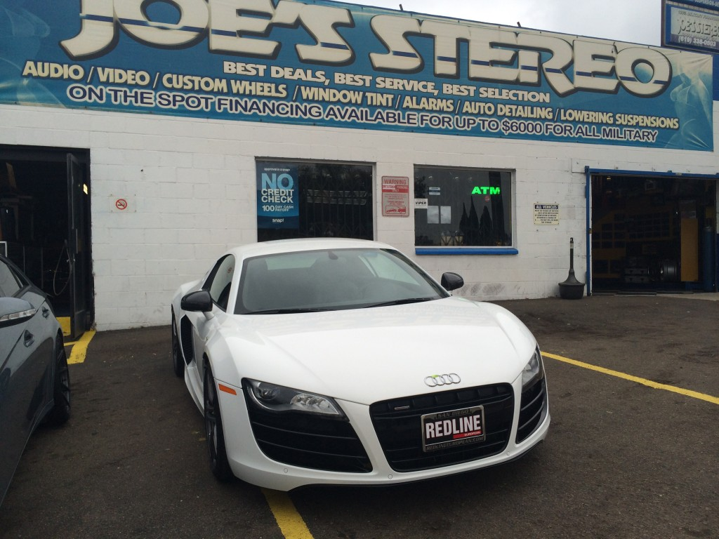 Audi R8: Emblem, Custom Wheels and Chrome Silver Side Panel